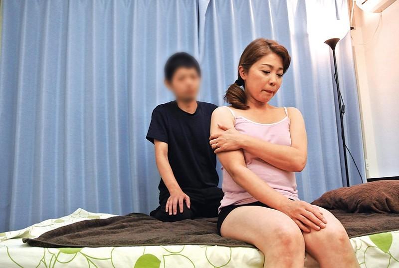 [中国語字幕]FUFU-184 年上の妻を騙して整体師に媚薬オイルマッサージを…F崎美冬さん (仮名)45歳