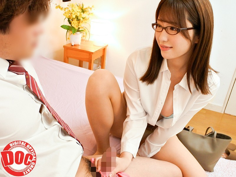[中国語字幕]DOCP-187 年上美人の下着を物色中「こんな年増女の下着で欲情するの?」と…女として見られる悦びからか「本当に私なんかでいいの?」と欲求不満な身体で精液搾取 3