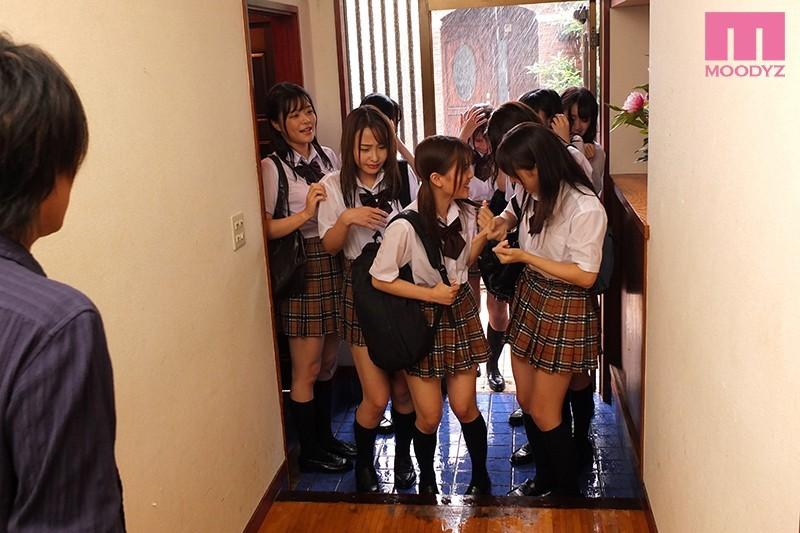 [中国語字幕]MIRD-200 制服びしょ濡れ雨宿り 濡れ透け姉と友達の10人に襲われて中出ししまくった大雨の放課後