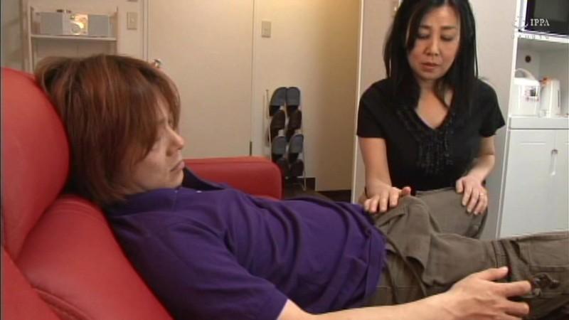 [中国語字幕]NASH-386 (息子のチンチンで感じる訳ないじゃない)と思っていても体は正直… 腰が勝手に動いちゃって止まらない