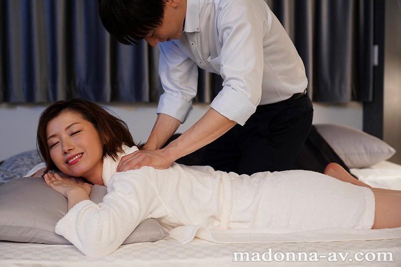 [中国語字幕]JUL-394 出張先のビジネスホテルでずっと憧れていた女上司とまさかまさかの相部屋宿泊 加藤ツバキ
