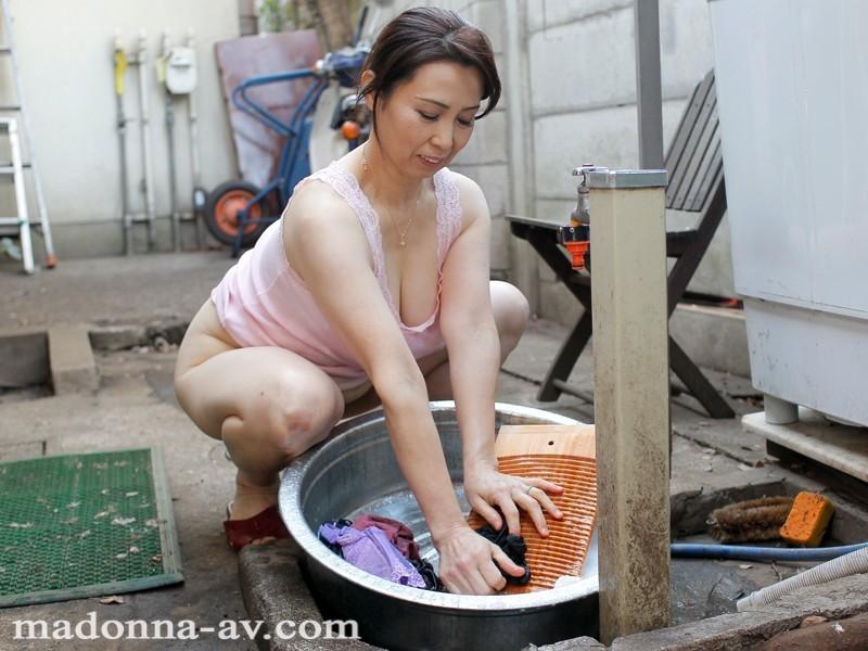 JUC-844 近親相姦 お母さん、今度は洗濯機が壊れたよ。 暮町ゆうこ