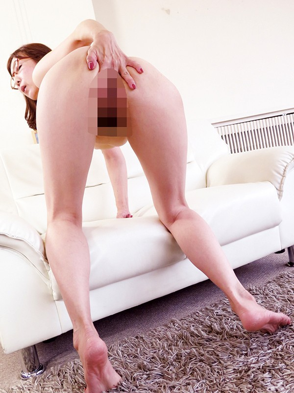 MMIX-009 美熟女の卑猥な尻穴見せつけグリグリじゅぼじゅぼバックオナニーベスト 22人4時間
