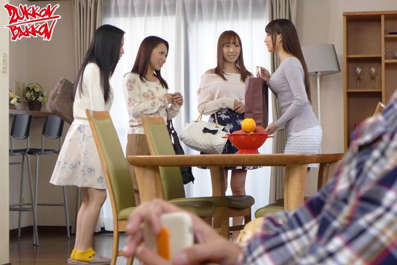 和後媽加上她的三位大奶少婦朋友玩5p
