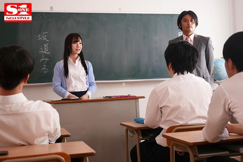 SSNI-559 犯された新任女教師 恋人の目の前で生徒に犯されたわたし 坂道みる