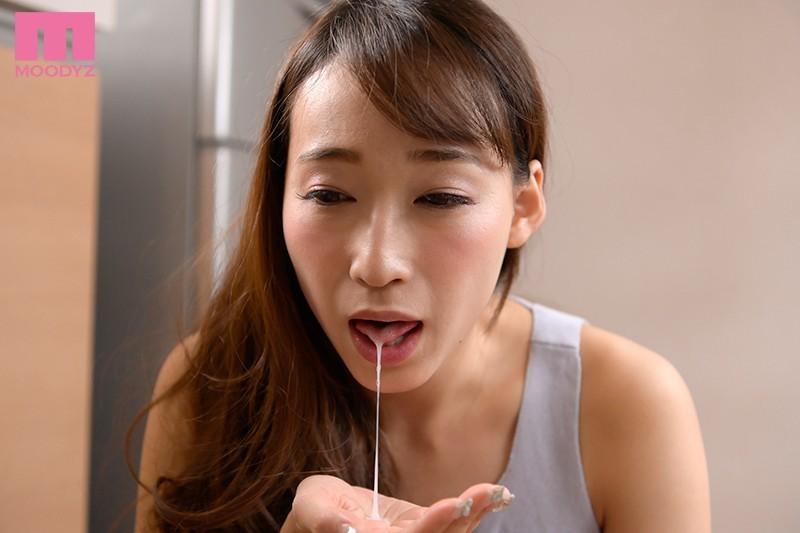 [中国語字幕]MIAA-153 「ねぇ、チ○ポしゃぶるだけならイイでしょ」 種搾りフェラでお口マ○コに中出しさせられる毎日。 旦那とセックスレスな人妻2人にチ○ポを狙われている隣人のボク…。